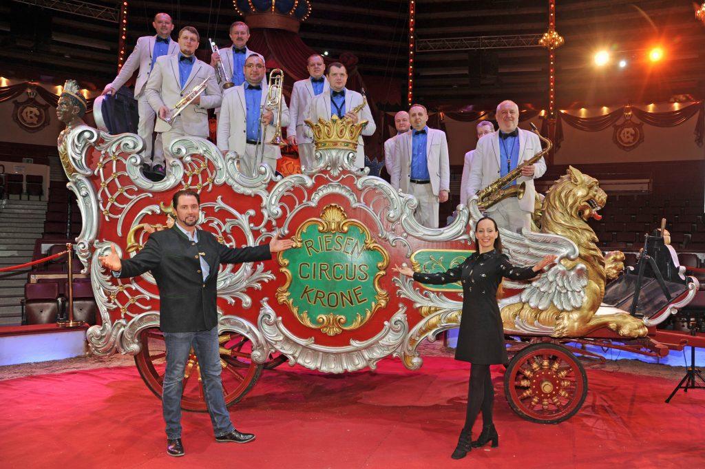Circusdirektorin Jana Lacey-Krone und ihr Eheman, der weltberühmte Tierlehrer Martin Lacey jr., präsentierten das 3. Jubiläumsprogramm des Circus Krone